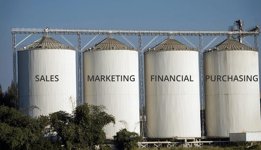 Giải pháp ERP toàn diện cho các tập đoàn, nhà máy (thí dụ Samsung) thường có giá rất đắt, lên tới hàng triệu USD. Dữ liệu được phân bổ trong những kho Data Silo khổng lồ để phục vụ nhu cầu vận hành gần như 24/7.